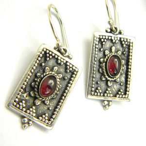 Garnet earrings parallelogram in sterling silver