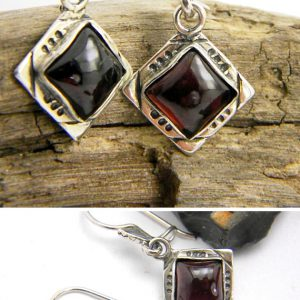 Garnet square earrings