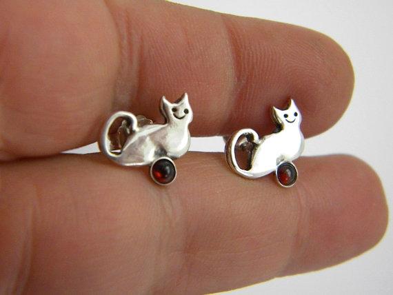 Silver cat studs garnet earrings