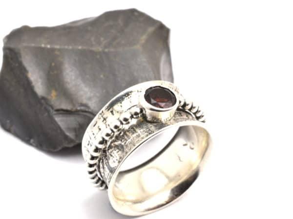 spinner garnet ring