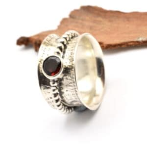 sterling silver spinner ring with garnet
